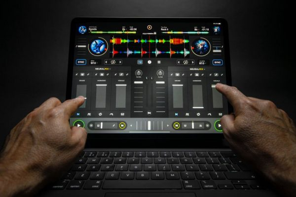 Mindblowing new tech in Algoriddim's djay Pro!